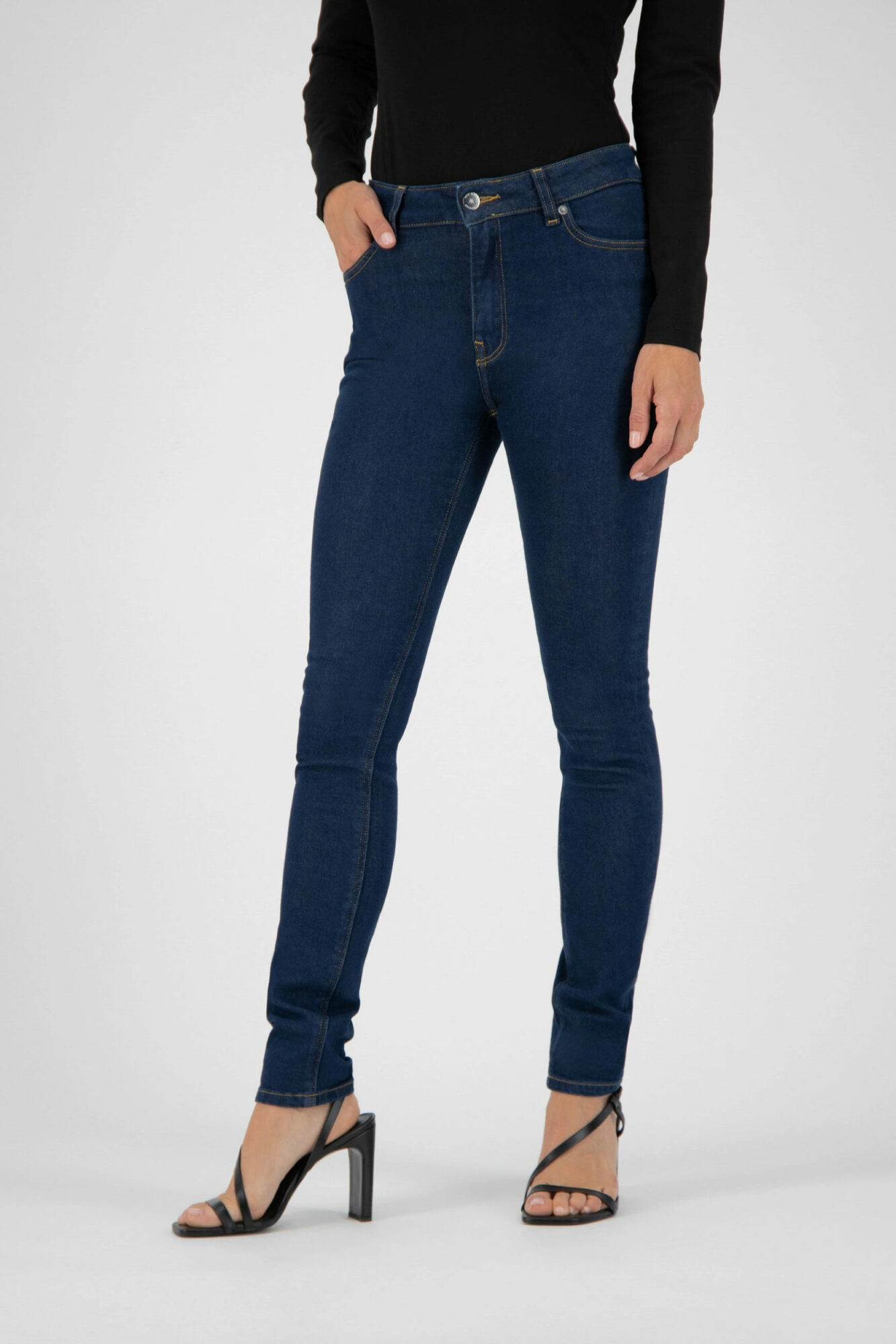 Mud Jeans Skinny Hazen Strong Blue 2