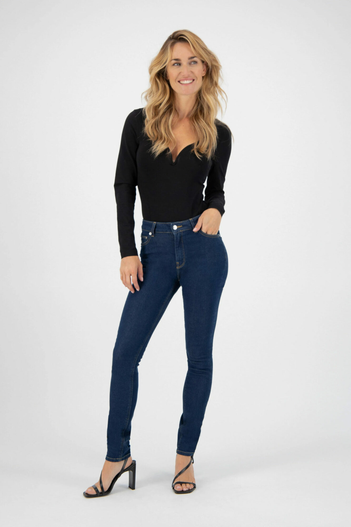 Mud Jeans Skinny Hazen Strong Blue 4