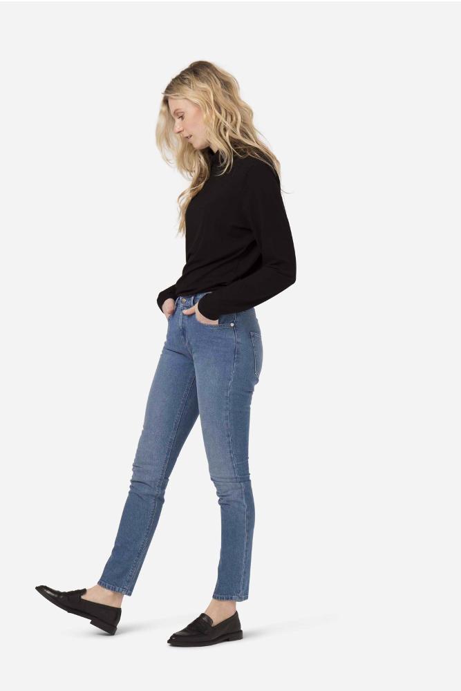 roberta organic fashion Mud Jeans Frauen Boyfriend Basin stone blue side