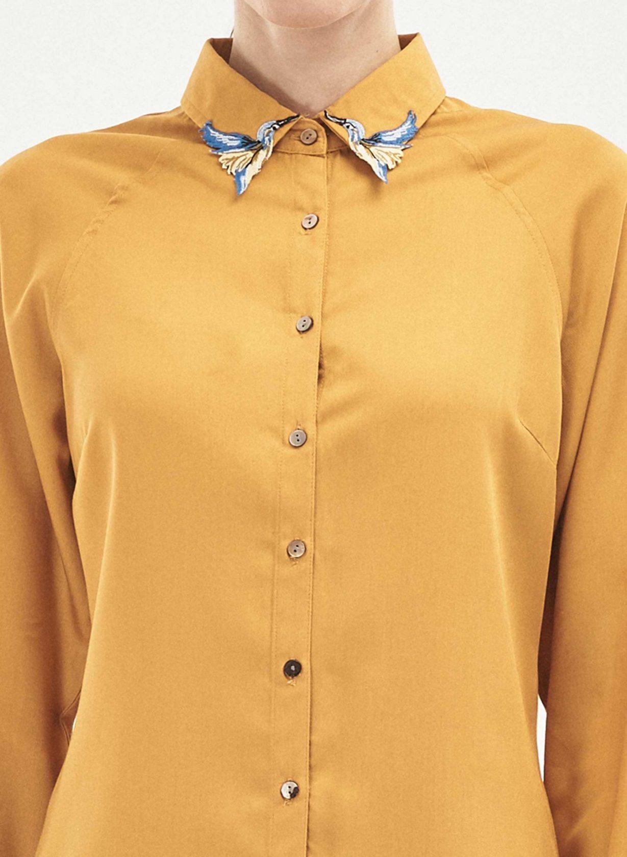 roberta organic fashion Organication Bluse Raglanärmel Kolibri Stickerei senfgelb 1 scaled