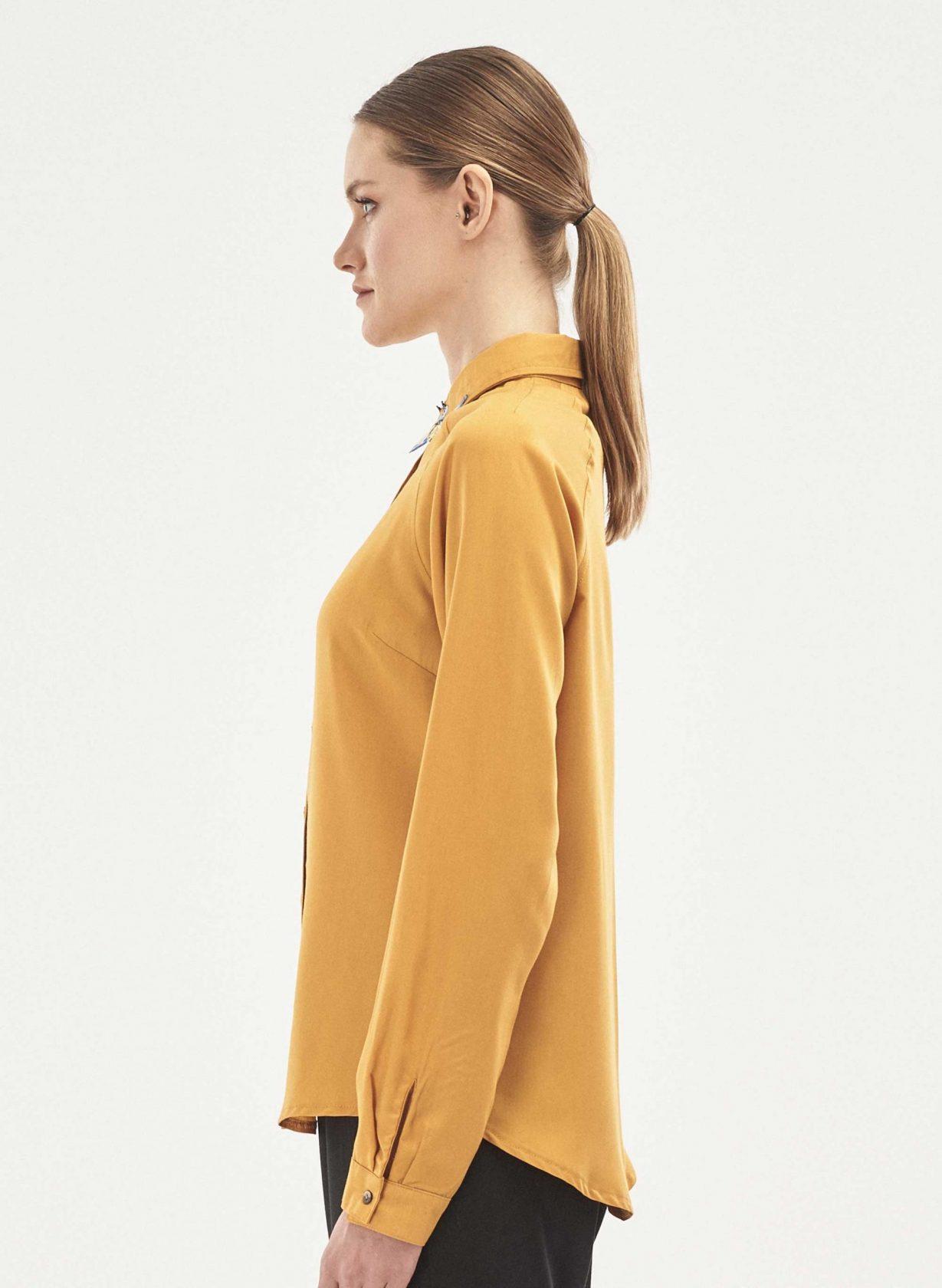 roberta organic fashion Organication Bluse Raglanärmel Kolibri Stickerei senfgelb 3 scaled