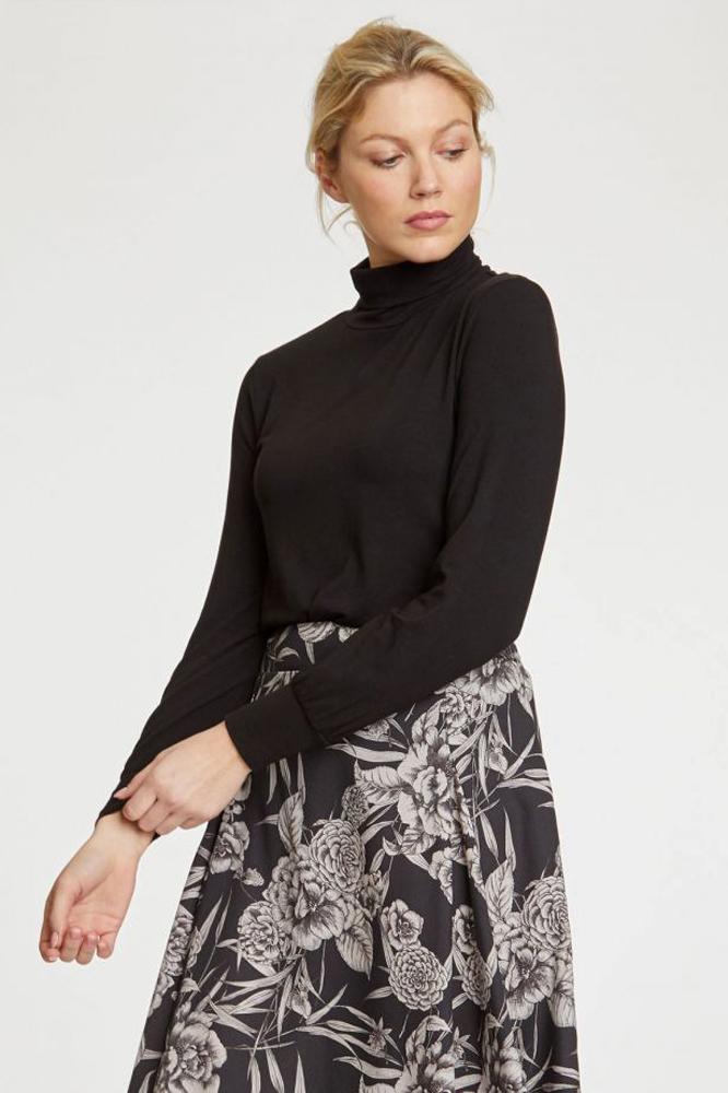 Roberta Organic Fashion Thought Longsleeve Mit Rolli Schwarz 1